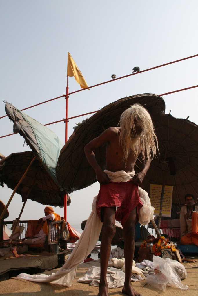 Садху после омовения в Ганге. Варанаси