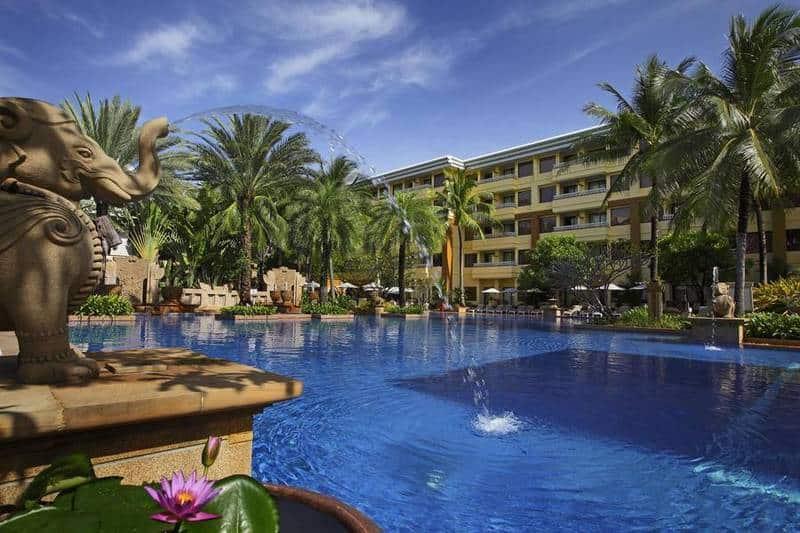 Holiday Inn. Семейный отель 4 звезды в Патонге