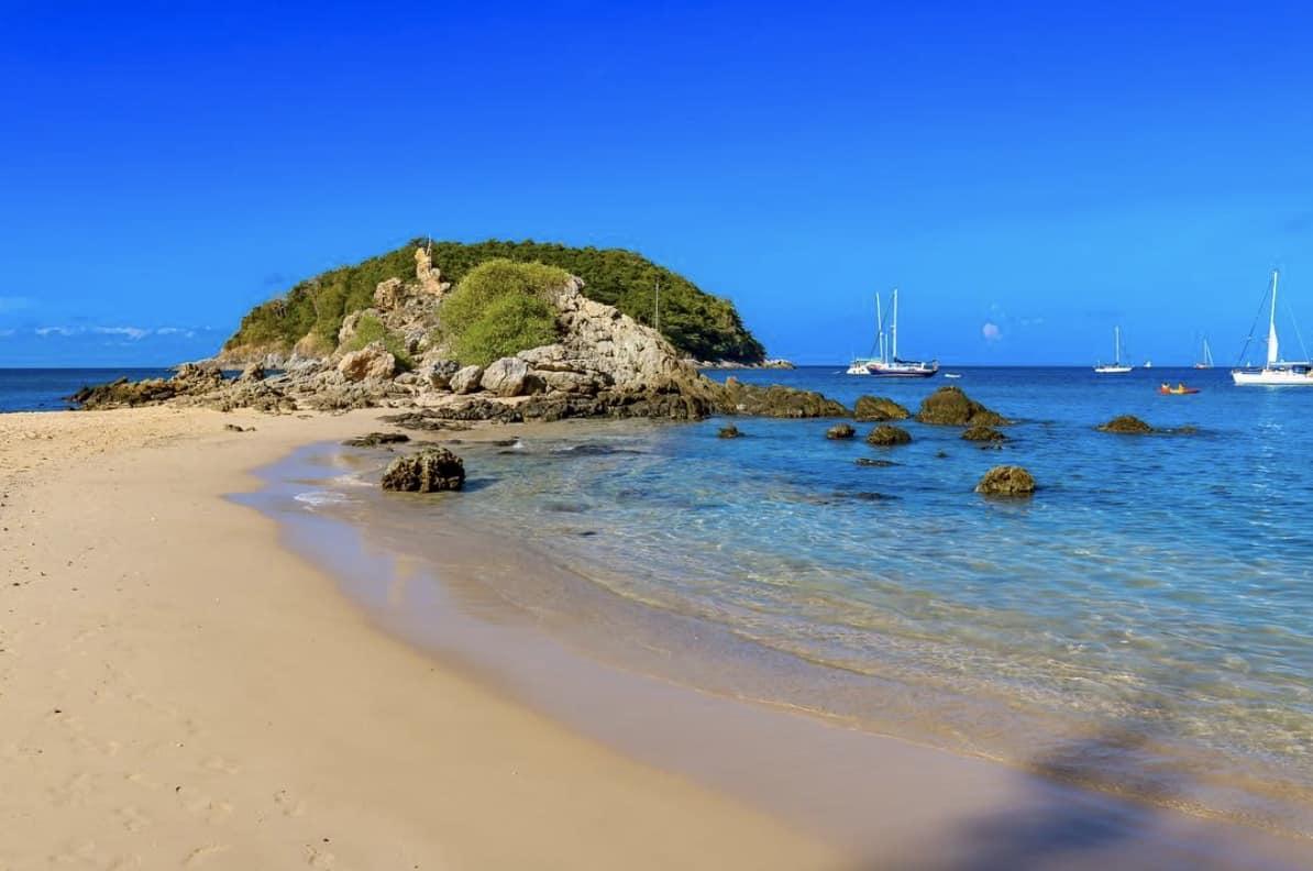 Пляж Януи Пхукет. Идеален для снорклинга с берега