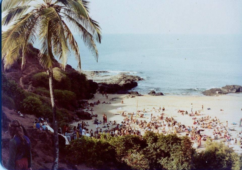 Вторая или третья Full Moon Party в южной части Anjuna Beach, Goa, 1976 (Photo by Sunny Schneider).