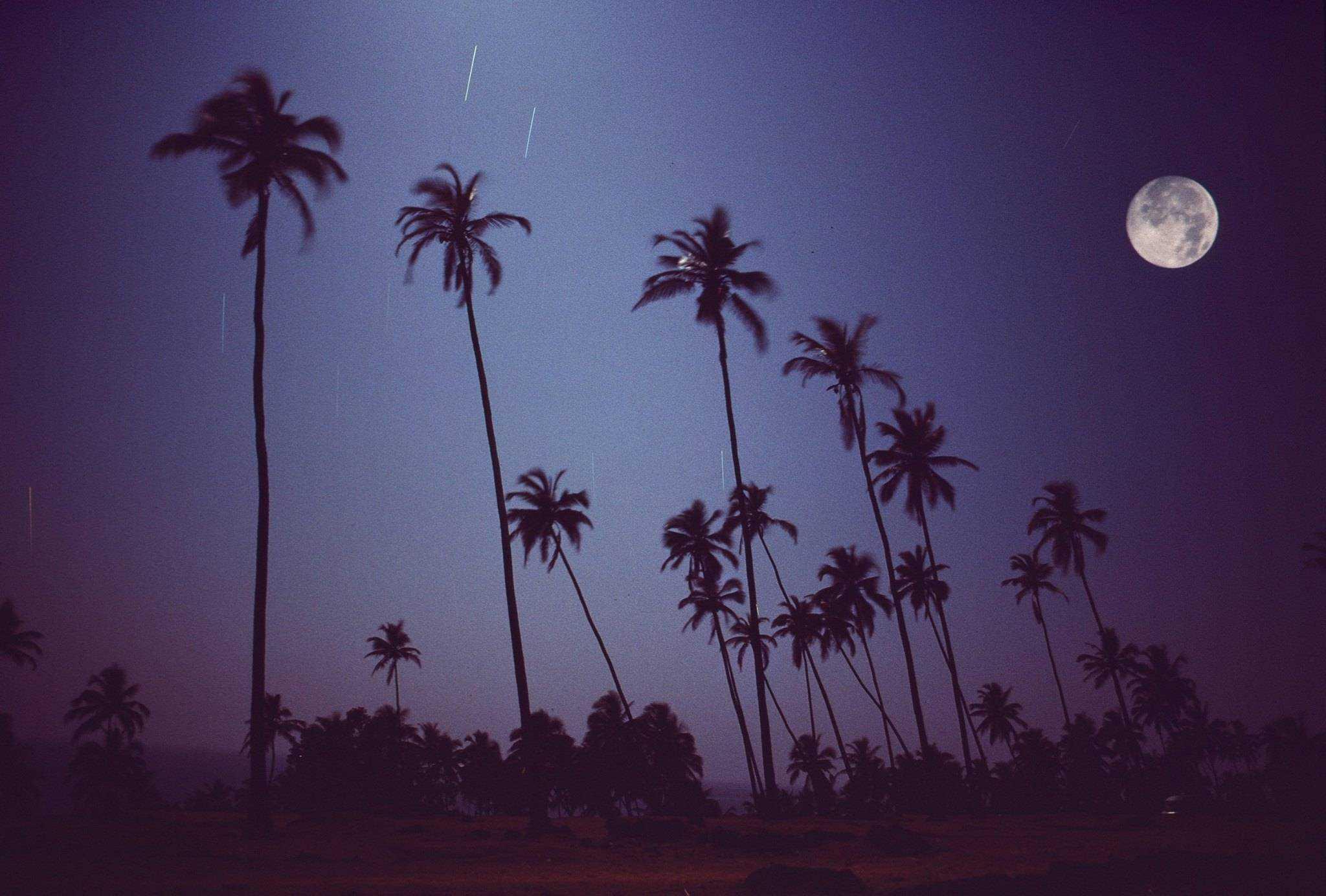 Полнолуние над Вагатором, Гоа, Индия, 1976 год (Photo by Michel Hilzinger).