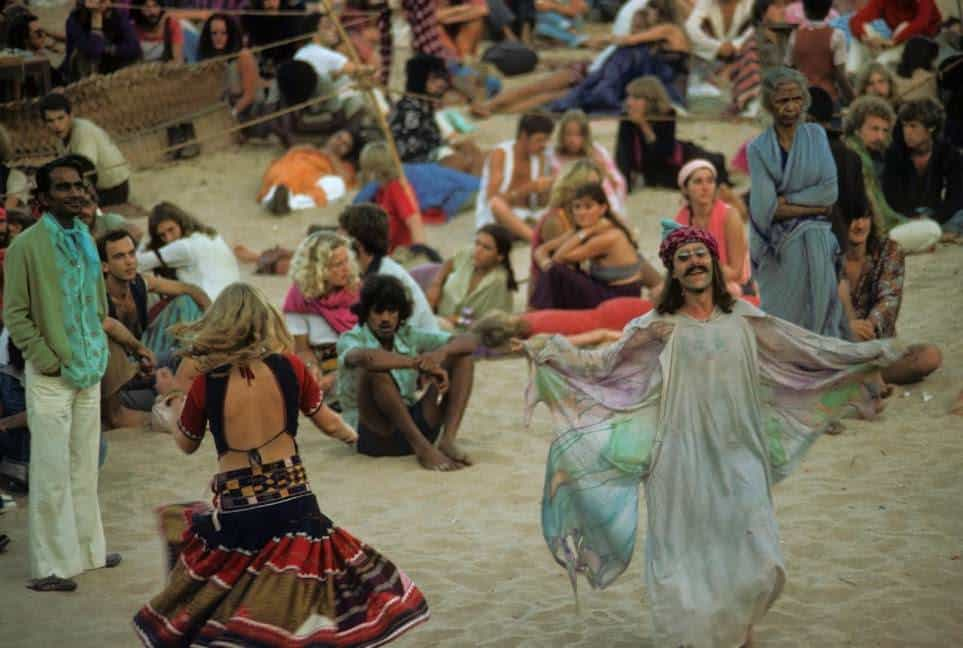 Утро на Full Moon party. Anjuna, Goa, India. 1979 год. (Photo by Jacques Lastry).