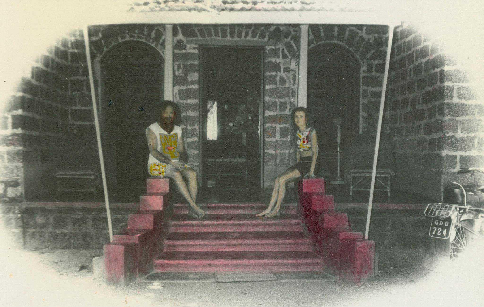 Goa Gil и Arriane в их доме в Гоа. Фото сделано в начале 1970х (Photo by Goa Gil).