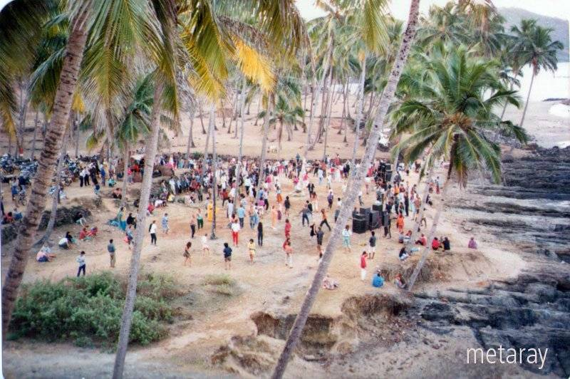 Пати перед Disco Valley, Vagator, Goa, 1988 (Photo by Ray Castle).