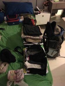 Мой рюкзак и вещи, которые я взял в трек к Эвересту