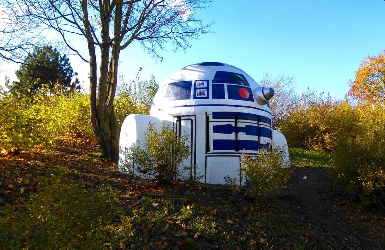 R2-D2 в пражском парке Фолиманка - интересные места в Праге