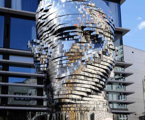 Статуя Франца Кафки в Праге