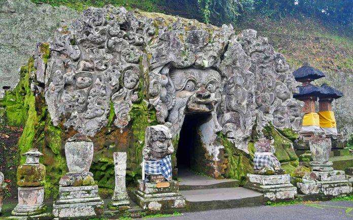 Goa Gajah (Elephant Cave, Слоновья пещера)