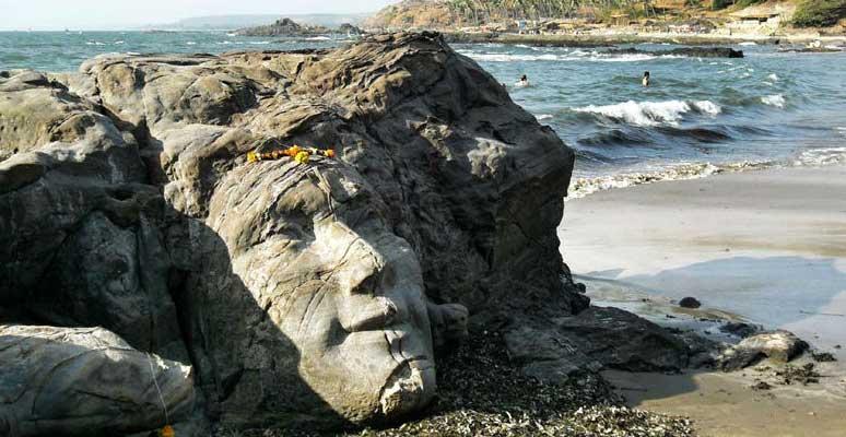 Лицо Шивы на пляже Маленький Вагатор - одна из самых известных достопримечательностей штата Гоа