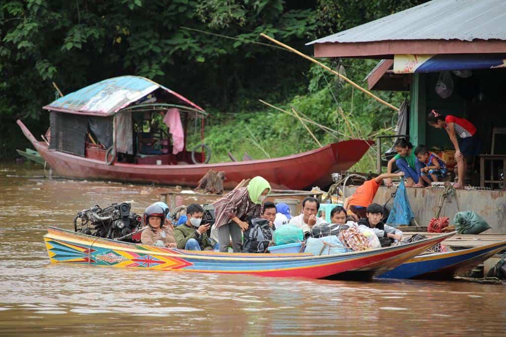 Быстрая лодка в Луангпхабанг