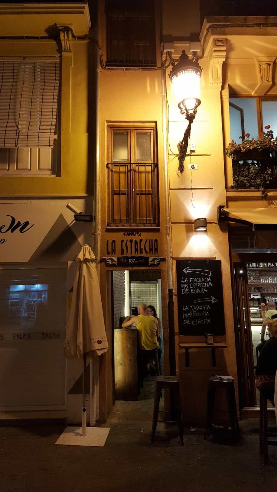 Достопримечательности Валенсии - Самый узкий дом в Европе