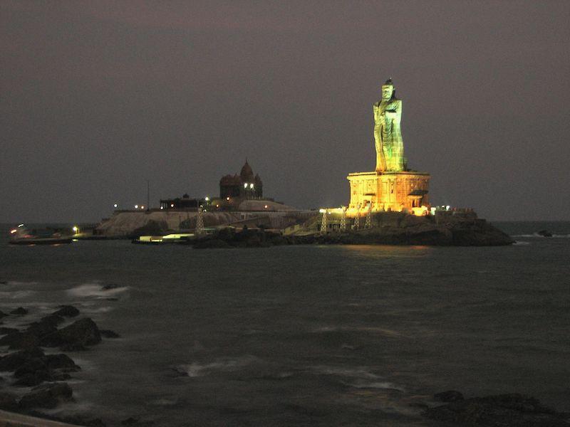 Мемориал Вивекананды и статуя Тхируваллувар