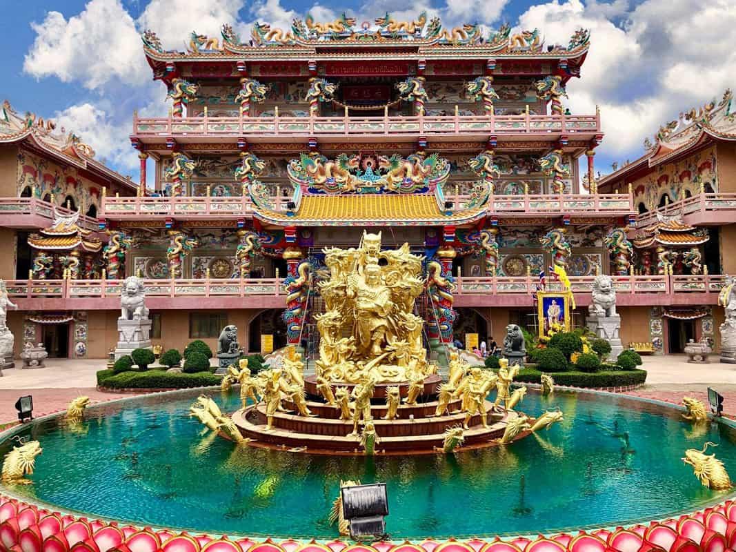Храмы в Паттайе - Viharn Thep Sathit Phra Kitti Chaloem