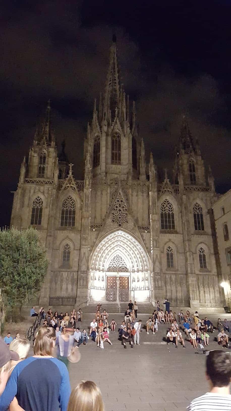 Собор Святого Креста - The Cathedral of the Holy Cross - Барселона. Главные достопримечательности
