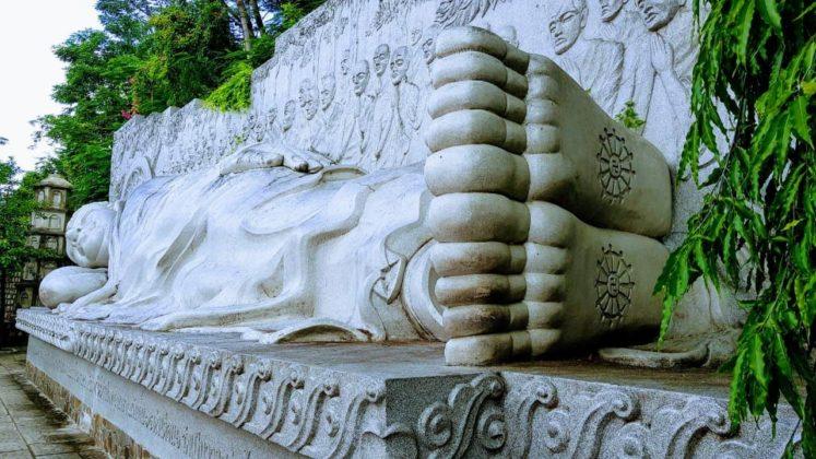 Пагода Лонгшон - Лежащий Будда