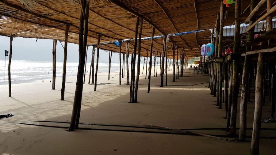 Кафешки над водой на пляже Бай Дай / Бай Зай