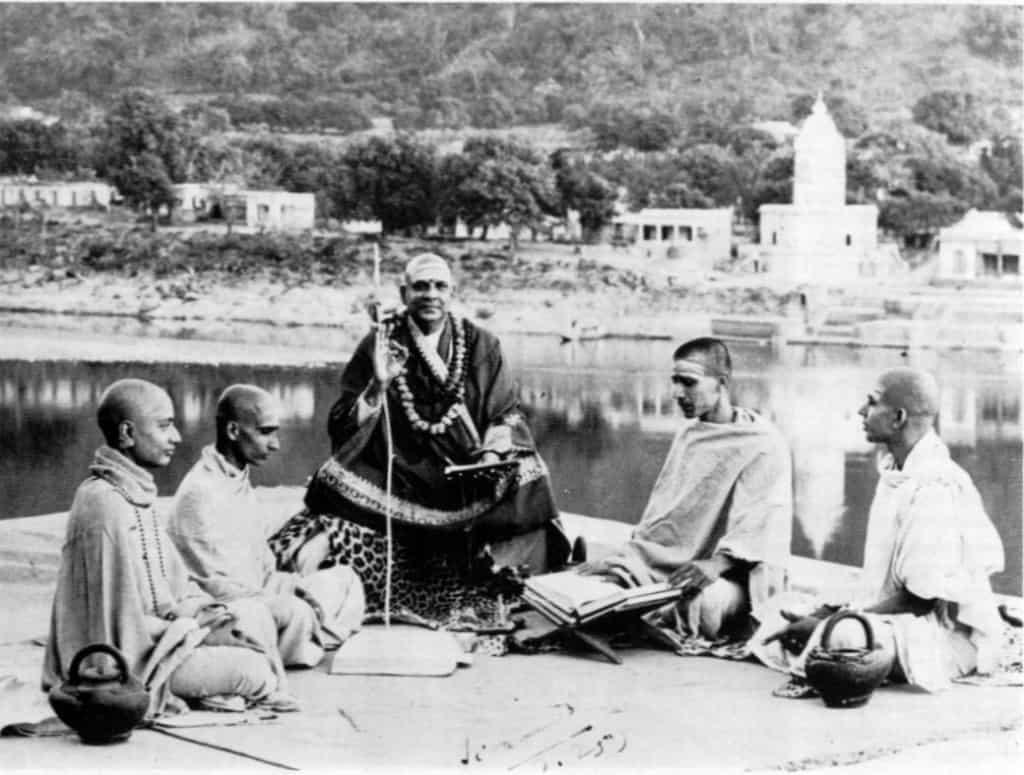 Сатсанг на берегах Ганга в Ришикеше
